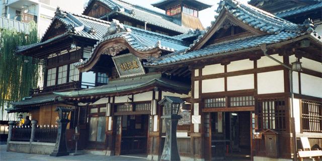日本最古3000年の歴史を持つ温泉日本三古湯、道後温泉