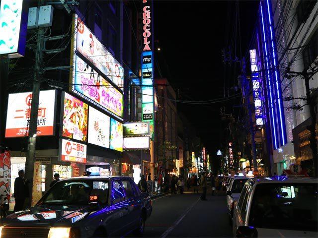 一際賑う松山二番町